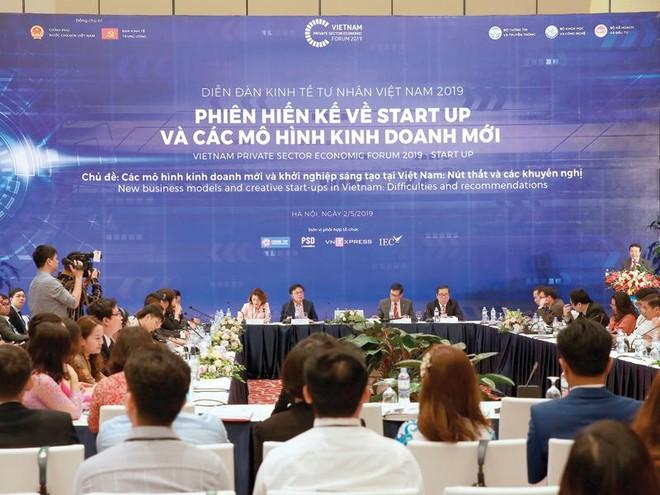 Phiên họp bàn về các mô hình kinh doanh mới và khởi nghiệp sáng tạo.