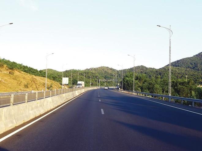 Phần lớn dự án PPP được triển khai trong lĩnh vực giao thông. Trong ảnh: Đường dẫn vào hầm Đèo Cả nối hai tỉnh Phú Yên và Khánh Hòa. Ảnh: Đức Thanh