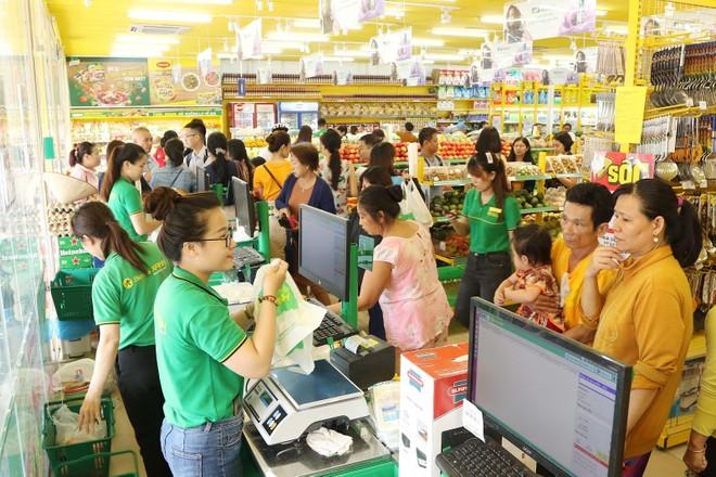Khung cảnh đông đúc thường thấy ở các siêu thị Bách hóa Xanh