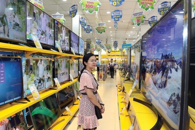 Chỉ sau hơn 1 năm mua lại toàn bộ chuỗi siêu thị Điện máy Trần Anh, Thế giới Di động thay thế toàn bộ tên biển hiệu thành Điện máy Xanh.