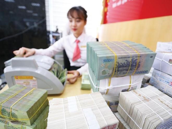 Lãi suất tiền gửi VND đang được nhiều ngân hàng điều chỉnh tăng ở một số kỳ hạn. Ảnh: Dũng Minh