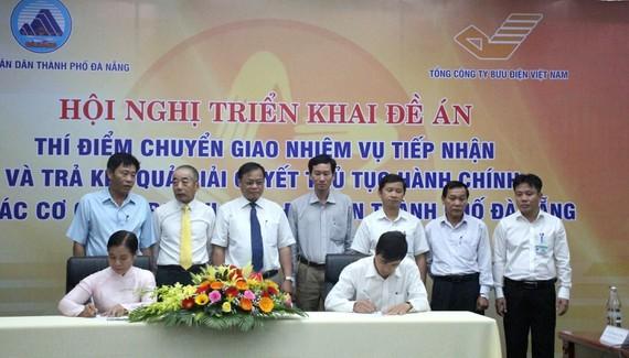 Các sở ngành, quận huyện TP Đà Nẵng ký kết thực hiện thí điểm đề án cung cấp dịch vụ công quan bưu điện