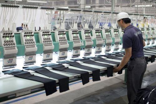 1 trong 33 mặt hàng nhập khẩu có giá trị trên 1 tỷ USD trong 8 tháng qua là vải, với giá trị nhập khẩu lên tới 8,8 tỷ USD