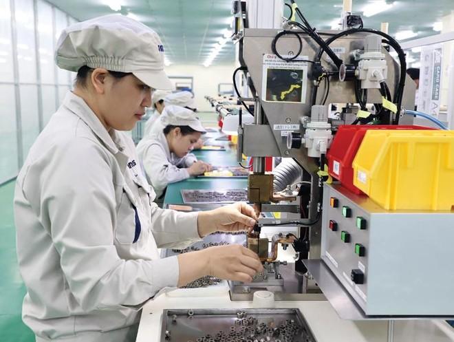 Nhiều ngành sản xuất quan trọng của nền kinh tế đã có tốc độ tăng khá cao. Trong ảnh: Sản xuất tại Công ty NMS tại Hà Nam