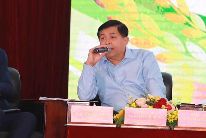 Bộ trưởng Bộ Kế hoạch và Đầu tư Nguyễn Chí Dũng phát biểu tại ại Hội nghị Thủ tướng đối thoại với nông dân.