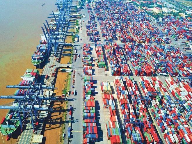 Năm 2020, Quốc hội đã quyết nghị mục tiêu tăng trưởng ở mức 6,8%, con số được cho là thận trọng và hợp lý trong bối cảnh kinh tế toàn cầu và trong nước khó khăn. Trong ảnh: Cảng Tân Cảng - Cát Lái tại TP.HCM. Ảnh: Lê Toàn