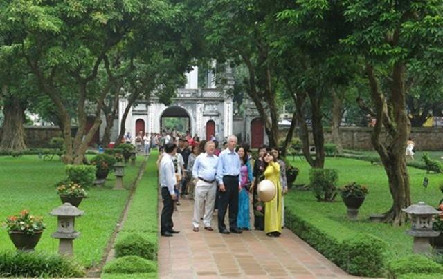 Dịch viêm đường hô hấp do virus Corona bùng phát đã làm lượng khách du lịch đến Hà Nội có biến động (Ảnh minh họa)
