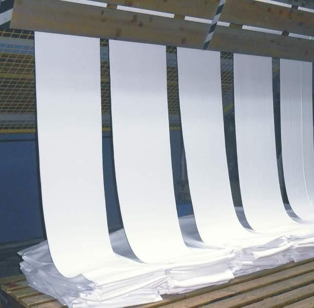 Ngành dệt may phụ thuộc lớn vào nguyên phụ liệu nhập khẩu từ Trung Quốc, đặc biệt là vải nên rất lo thiếu nguyên liệu cho sản xuất