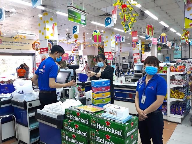 Hệ thống các siêu thị thuộc Saigon Co.op dự kiến sẽ bán ra thị trường khoảng 200.000 chiếc khẩu trang/mỗi ngày (Ảnh: HP).