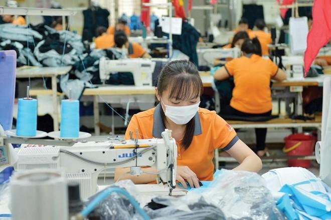 Dệt may là ngành chịu ảnh hưởng lớn bởi dịch viêm đường hô hấp cấp, vì phần lớn nguyên liệu đều nhập từ Trung Quốc.