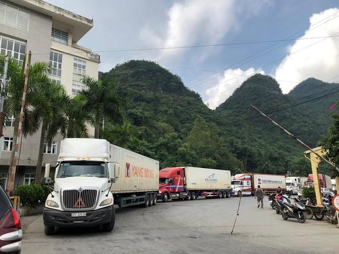 Một trong những nguyên nhân ách tắc hàng hóa tại cửa khẩu là chủ hàng đợi phía Trung Quốc mở cửa cặp chợ để xuất khẩu theo hình thức trao đổi cư dân.