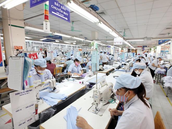 Việt Nam xuất khẩu sang Anh các mặt hàng tiêu dùng dễ thay thế như điện tử, dệt may, thủy sản. Ảnh: Đức Thanh