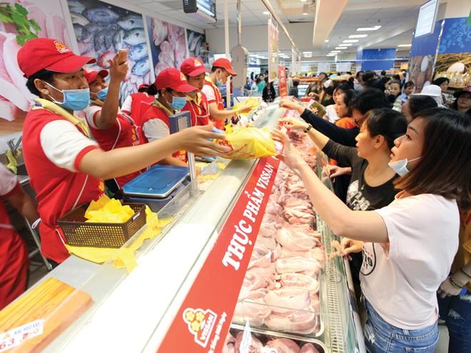 Các siêu thị khẳng định cung cấp đủ thực phẩm đáp ứng nhu cầu. Trong ảnh: Gian hàng thực phẩm tại Saigon Co.op. Ảnh: Lê Toàn