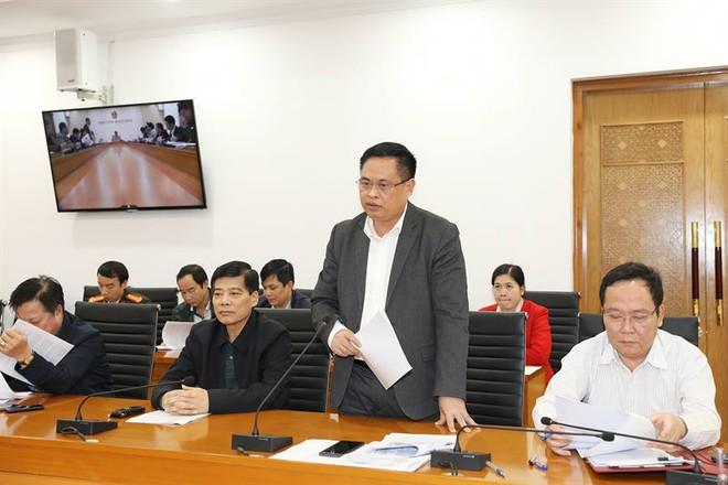 Lãnh đạo Sở Du lịch Quảng Ninh báo cáo tại cuộc họp.