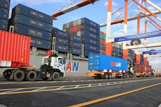 Hàng hóa xuất nhập khẩu tại cảng container quốc tế Hải Phòng