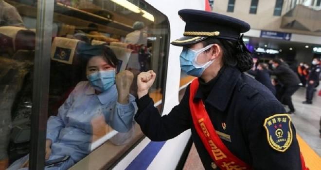 Trung Quốc tự tin có nhiều công cụ hỗ trợ nền kinh tế chống chọi lại dịch Covid-19. Ảnh: AFP
