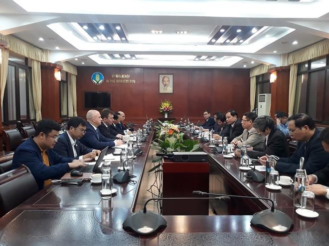 Bộ trưởng Bộ Nông nghiệp và Phát triển nông thôn Nguyễn Xuân Cường đ làm việc với ông Viktor Linnik, Chủ tịch Tập đoàn Miratorg Agribusiness Holding.