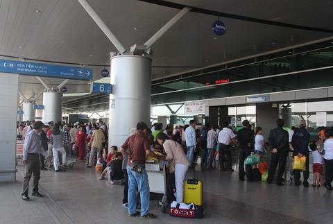 Đã có hành khách chung chuyến bay với bệnh nhân Covid-19 ở Hà Nội bay vào TP.HCM.