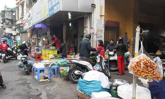 Lương thực, thực phẩm đầy ắp kệ siêu thị, người dân thoải mái mua sắm ảnh 8