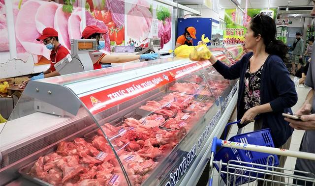 Theo tính toán của Bộ Tài chính, nếu giá thịt lợn giảm 10% ngay trong tháng 2 sẽ giúp chỉ số giá tiêu dùng CPI bình quân 2 tháng đầu năm nay so với cùng kỳ năm ngoái chỉ tăng 5,67%, và CPI bình quân cả năm ở mức 4,59%. Trong trường hợp giá thịt lợn giảm thêm từ 8% đến 10% trong tháng 3 sẽ giúp CPI bình quân cả năm ở mức 4,22%.