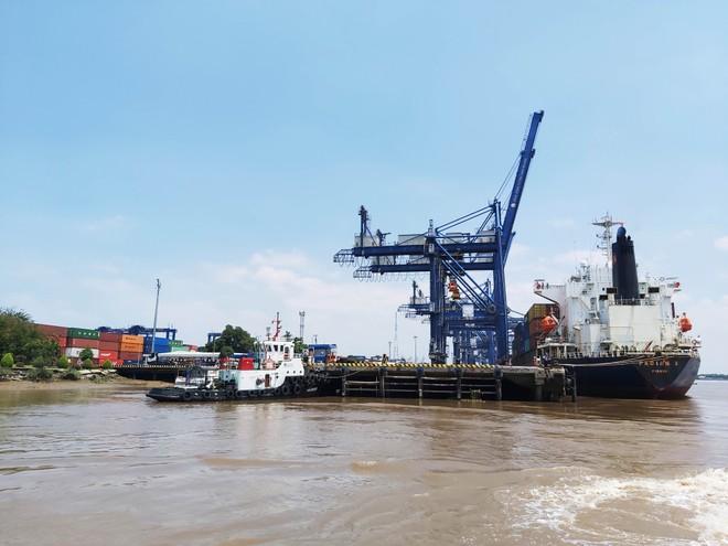 Cảng thuỷ nội địa Vĩnh Tân được đầu tư xây dựng hoàn toàn mới với hệ thống hạ tầng kỹ thuật với quy mô kho 10.000 tấn/năm. Ảnh minh hoạ: Ngọc Tuấn