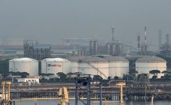 Kho chứa dầu tại đảo Jurong, Singapore. Ảnh: AFP