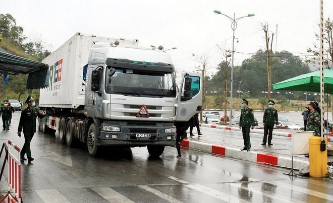 Lái xe đến từ một số tỉnh, thành phố của Việt Nam không được giao, nhận hàng hóa nhập khẩu sang Trung Quốc.