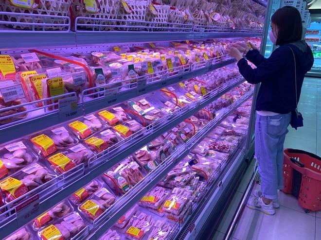 Thịt lợn tại các siêu thị vẫn giữ giá ổn định Ảnh: Hiền Anh.
