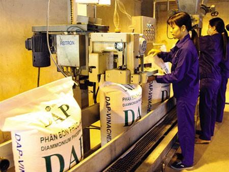 Nguyên vật liệu, máy móc thiết bị... sản xuất phân bón của các trong nước không được khấu trừ thuế GTGT làm giá thành sản phẩm mất tính cạnh tranh