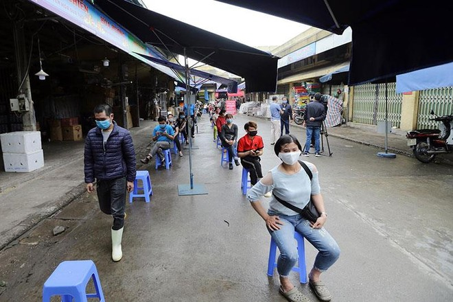 Hình ảnh Hà Nội xét nghiệm nhanh Covid-19 tại chợ Long Biên ảnh 3