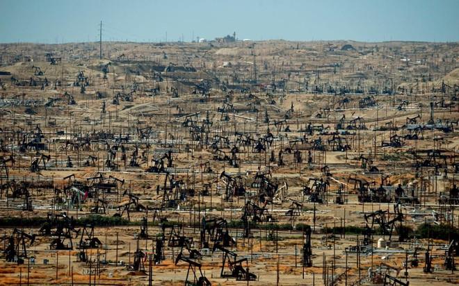 """COVID-19 """"đốt"""" 1.000 tỷ USD doanh thu của các công ty dầu khí toàn cầu"""