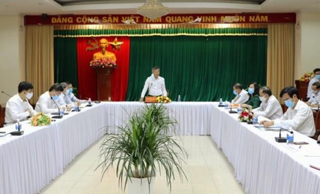 Ông Cao Tiến Dũng, Chủ tịch UBND tỉnh Đồng Nai yêu cầu khẩn trương triển khai xây dựng hệ thống hạ tầng kỹ thuật Khu tái định cư Lộc An - Bình Sơn để người dân có nơi ở mới, thực hiện di dời đúng theo cam kết. Ảnh: Phạm Tùng