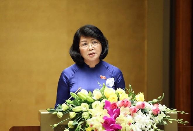 Phó Chủ tịch nước Đặng Thị Ngọc Thịnh trình bày Tờ trình đề nghị Quốc hội phê chuẩn EVFTA