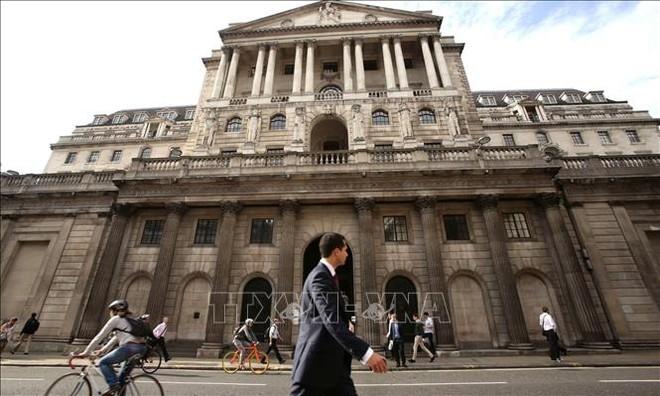 Quang cảnh bên ngoài trụ sở Ngân hàng Trung ương Anh ở London ngày 4/3/2020. Ảnh: THX/TTXVN