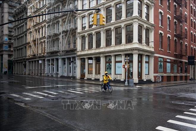 Các cửa hàng bán lẻ đóng cửa do dịch COVID-19 tại New York, Mỹ ngày 8/5/2020. Ảnh: THX/TTXVN