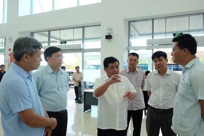 Bộ trưởng Nguyễn Chí Dũng cùng đoàn công tác Bộ Kế hoạch và Đầu tư thăm Sân bay Chu Lai