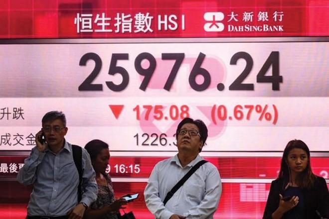 Thị trường chứng khoán Hồng Kông hầu như không bị tác động tiêu cực bởi luật an ninh mới. Ảnh: AFP