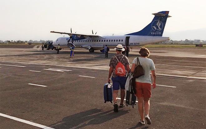 Cảng Hàng không Điện Biên Phủ mới chỉ có Công ty Bay dịch vụ hàng không (Vasco) đầu tư máy bay ATR72 khai thác đường bay Điện Biên - Hà Nội với tần suất 2 chuyến/ngày. (Ảnh: báo Điện Biên Phủ).