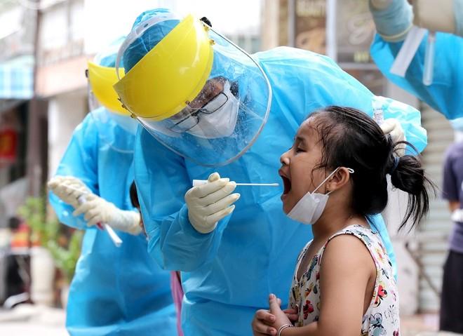 Ngành y tế Đà Nẵng đang căng mình phòng chống dịch.