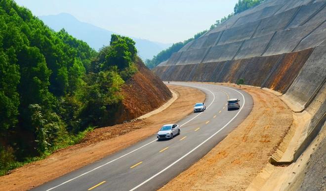 Một đoạn cao tốc Bắc - Nam qua Thừa Thiên Huế vừa được đưa vào khai thác.
