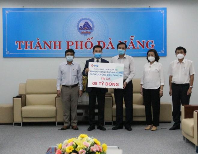 MB trao tặng số tiền 5 tỷ đồng hỗ trợ TP. Đà Nẵng chống dịch Covid