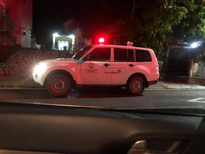 Ngay trong đêm 15/8, huyện Vân Đồn đã tổ chức đưa 19 trường hợp là F1 liên quan đến bệnh nhân 950 đi cách ly tập trung. Ảnh: nguồn UBND huyện Vân Đồn.