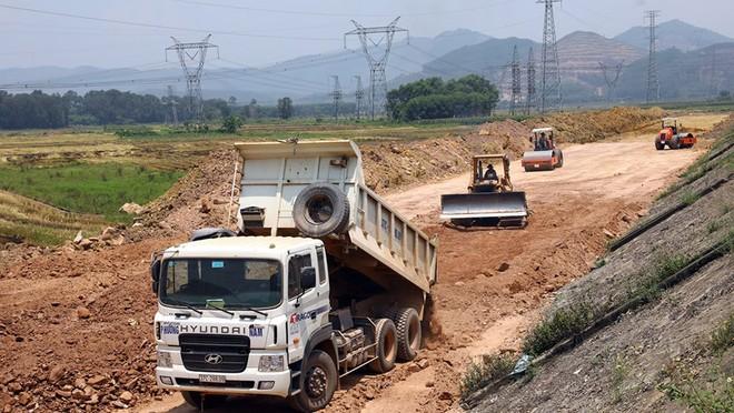 Bộ GTVT phấn đấu bàn giao mặt bằng sạch cho các nhà thầu thi công 3 dự án thành phần Mai Sơn- QL45, Vĩnh Hảo- Phan Thiết và Phan Thiết- Dầu Giây ngay khi bước vào thi công trong tháng 9/2020.