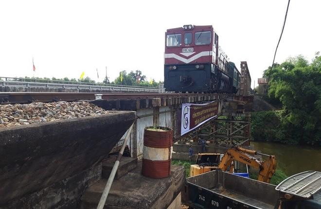 Cầu Rồng Lớn (Km 641+700 đường sắt Bắc Nam), thuộc địa phận xã Hải Lâm, Hải Lăng, Quảng Trị là một trong số những cầu yếu thuộc Dự án cải tạo, nâng cấp các cầu yếu và gia cố trụ chống va xô trên tuyến đường sắt Hà Nội – Tp.HCM.