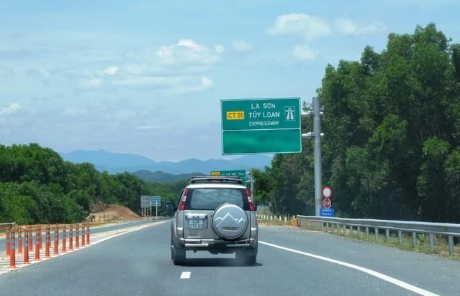 Một đoạn đường cao tốc La Sơn - Túy Loan sắp được đưa vào khai thác.