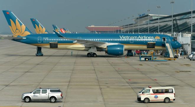 Hiện nay, một số hãng hàng không trong nước như Vietnam Airlines vẫn duy trì hoạt động thường xuyên trên mạng bay quốc tế qua các chuyến bay đưa công dân hồi hương, vận chuyển hàng hóa và chở hành khách một chiều từ Việt Nam ra nước ngoài.
