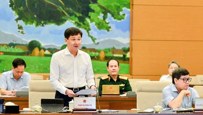 Tổng thanh tra Chính phủ Lê Minh Khái trình bày báo cáo về công tác phòng, chống tham nhũng tại cuộc họp của Ủy ban Thường vụ Quốc hội.