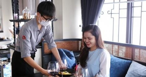 Khách sạn Solaria Hotel Hanoi (số 22 - Bảo Khánh) đang chịu lỗ, giảm giá 50% tất cả các dịch vụ để cầm cự.
