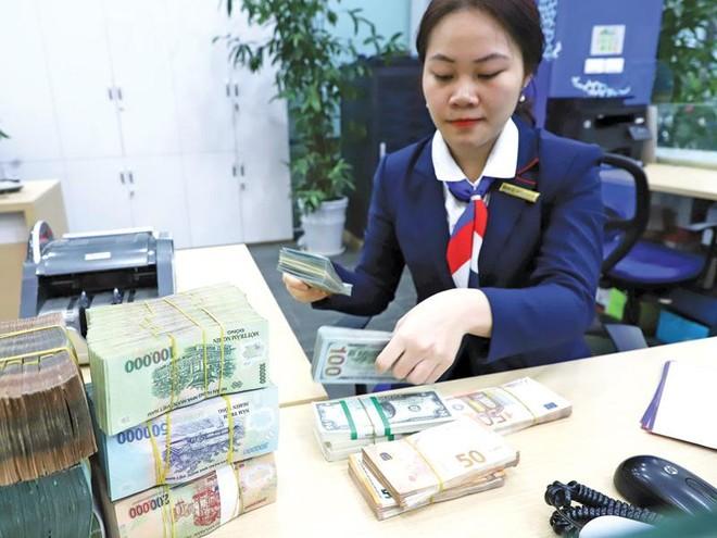 Các ngân hàng khuyến cáo khách hàng cảnh giác với mọi lời mời chào vay vốn qua mạng từ những người lạ và cần gặp gỡ trực tiếp với ngân hàng để ký, nộp hồ sơ vay vốn. Ảnh: Đức Thanh