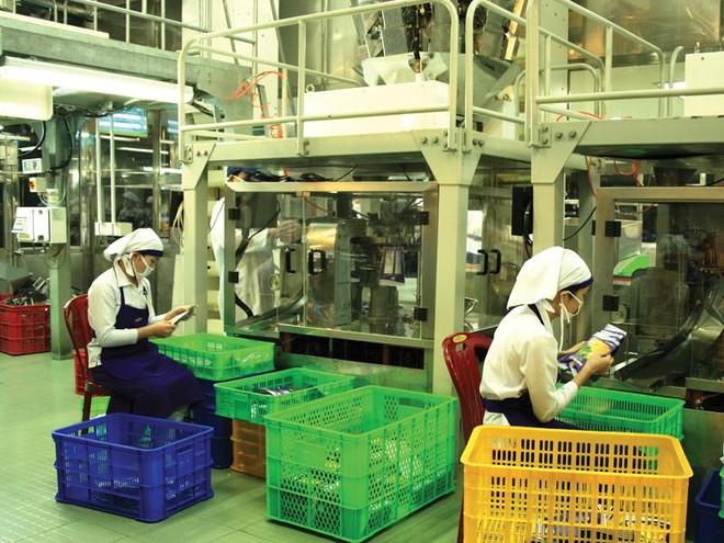 Việc tham gia và thực thi các FTA đã góp phần giúp Việt Nam tăng năng lực cạnh tranh quốc gia và doanh nghiệp. Trong ảnh: Nhà máy chế biến của Vinamit.